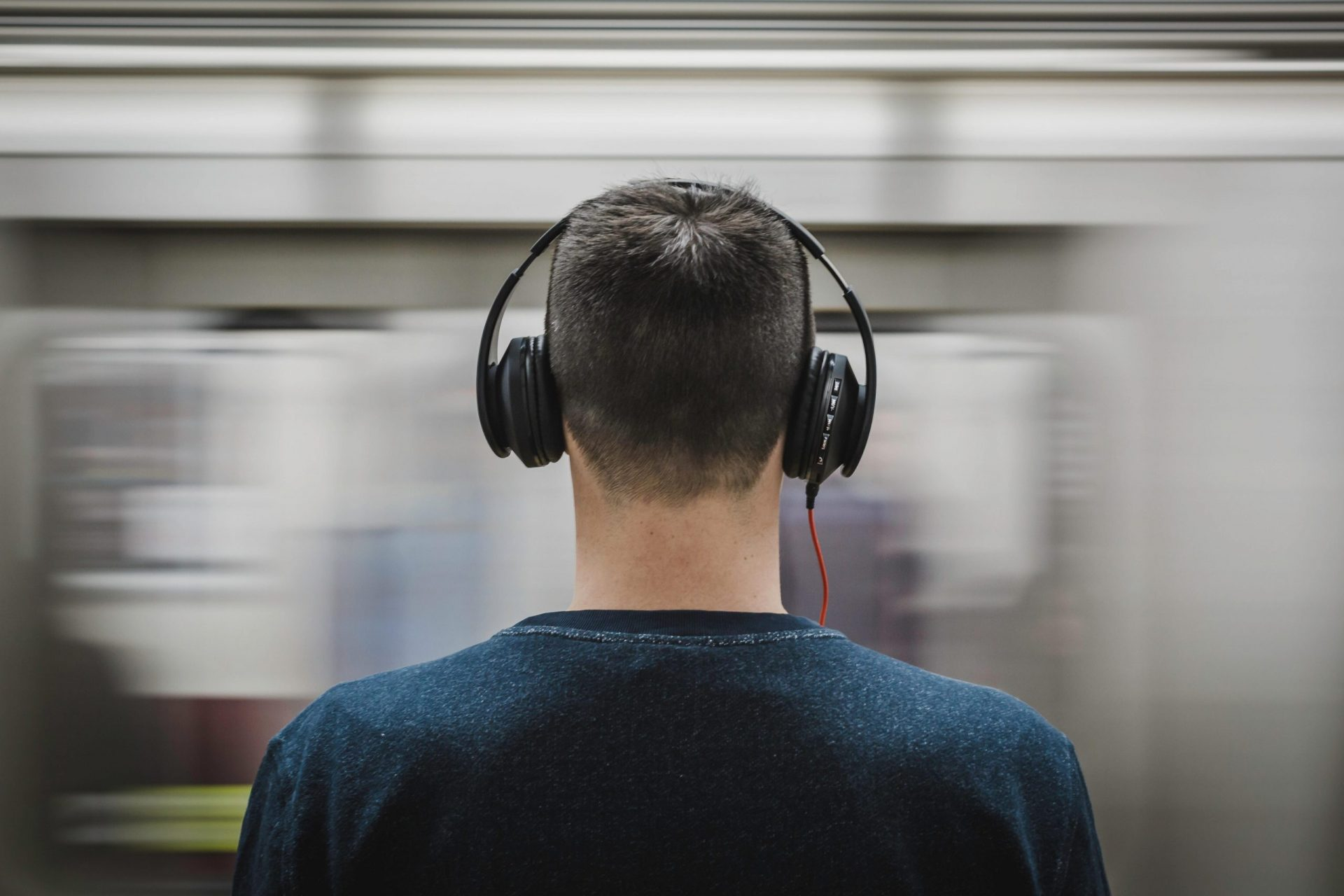 hpbyu-headphones-man-music-person-374777